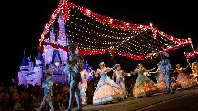 main-street-electrical-parade-gallery02.jpg
